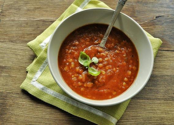 Zupa z pieczonych warzyw z soczewicą