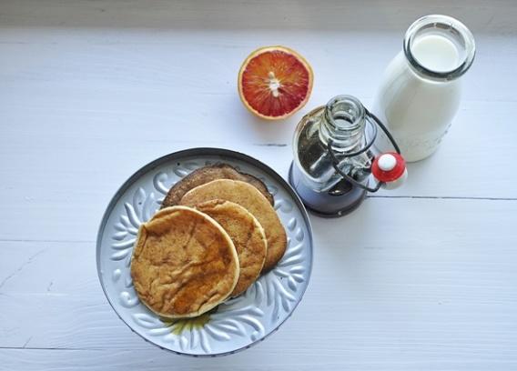 White Plate, herbata w Poznaniu i wegańskie placuszki na śniadanie