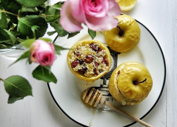 Jabłka pieczone z kaszą jaglaną