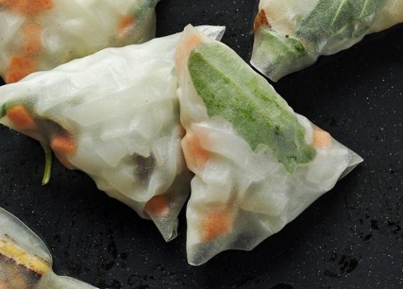 Ryżowe piramidki z marynowanym tofu i sos słodko- kwaśny