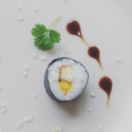 Pierwsze podejscie do weganskiego sushi sushi vegan glutenfree tofu mangohellip