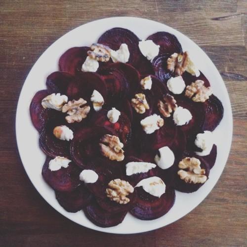 Carpaccio z buraczka carpaccio beetroot mozzarella walnuts balsamico natchniona vegetarianhellip
